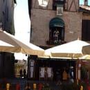 , Restaurant : Auberge de la Halle  - Auberge de la halle vue de la terrasse sous la halle  -