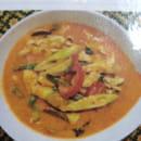 , Plat : Coliseum Bane Thaï  - Keing Phed kay ( potage au poulet au lait de coco- curry rouge) -