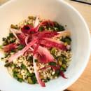 Le Café FauveParis  - Salade d'orge perlé à la menthe fraîches, aux olives et endives roses -   © Café FauveParis
