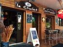 , Restaurant : Le Chalet Chamrousse  - Entrée du restaurant sur la droite et des cadeaux souvenirs sur la gauche. -