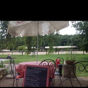Auvers Saint Georges Restaurant