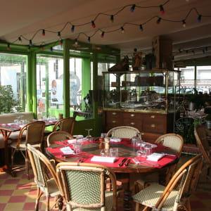terrasse saint clair restaurant de cuisine traditionnelle caluire et cuire avec l 39 internaute. Black Bedroom Furniture Sets. Home Design Ideas