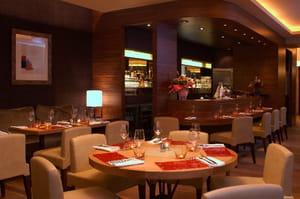 le cou de la girafe restaurant de cuisine traditionnelle. Black Bedroom Furniture Sets. Home Design Ideas