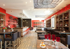 Distillerie de p zenas brasserie bistrot pezenas for Restaurant a pezenas