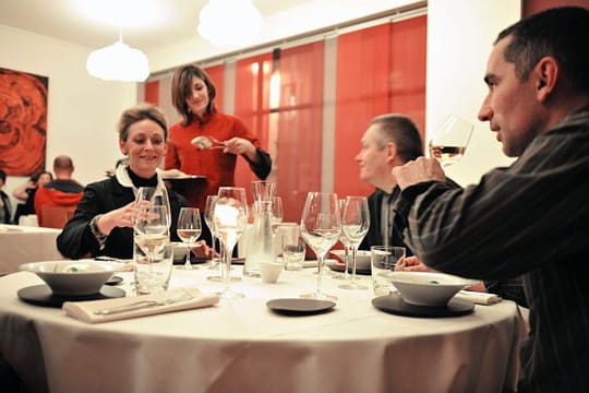 une ile restaurant de cuisine traditionnelle angers avec l 39 internaute. Black Bedroom Furniture Sets. Home Design Ideas