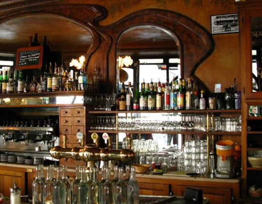 Le bistrot du peintre restaurant auvergnat paris avec l - Les comptoirs du bricolage ...