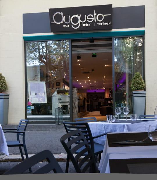Augusto restaurant de cuisine traditionnelle aix en for Restaurant avec piscine aix en provence