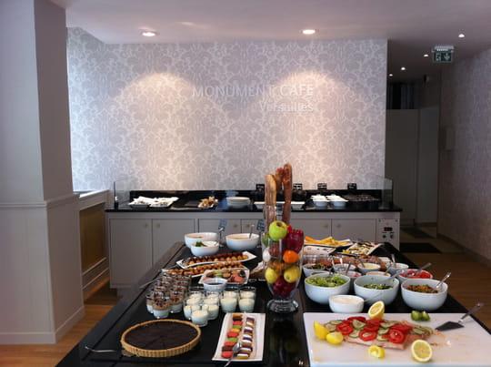 monument caf versailles restaurant de cuisine moderne versailles avec l 39 internaute. Black Bedroom Furniture Sets. Home Design Ideas