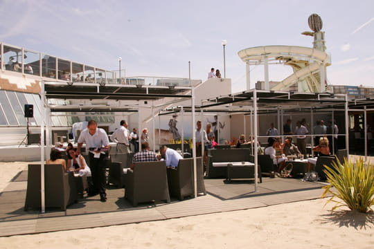 Touquet 39 s beach derri re l 39 aqualud sur la plage for Restaurant le jardin touquet