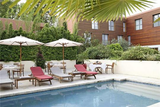 Le jardin des sens jardin des sens piscine for Restaurant le jardin des sens