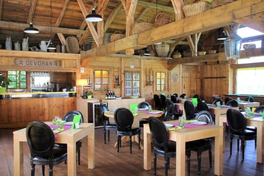 La parenth se restaurant de la forge 1875 une salle for Cuisine ouverte chaleureuse