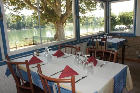 Le restaurant du port restaurant v g tarien saint - Restaurant du port st pierre de boeuf ...