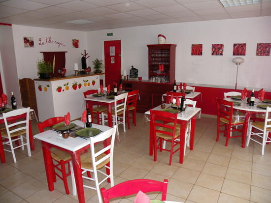La table rouge restaurant de cuisine traditionnelle montauban avec l 39 i - Table de cuisine rouge ...