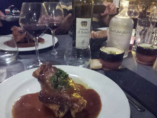 , Plat : A FUNTANA  - Jarret confit et sa purée le tout accompagné d un petit vin conseillé par le patron.  -