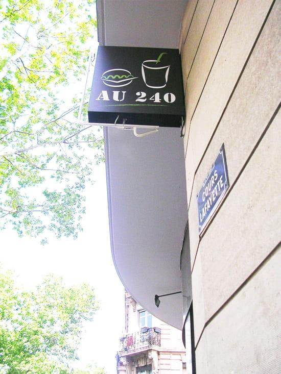 Au 240