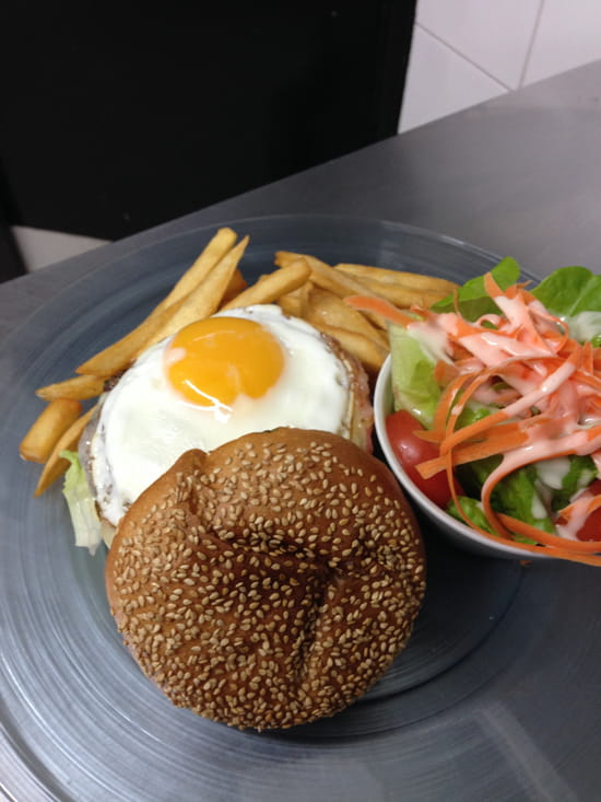 Au Resto Gourmand  - burger gourmand -   © au resto gourmand