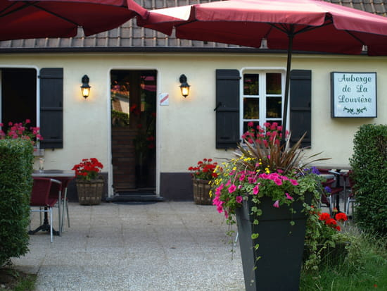 Auberge de La Louvière  - Notre terrasse Côté Entrée -