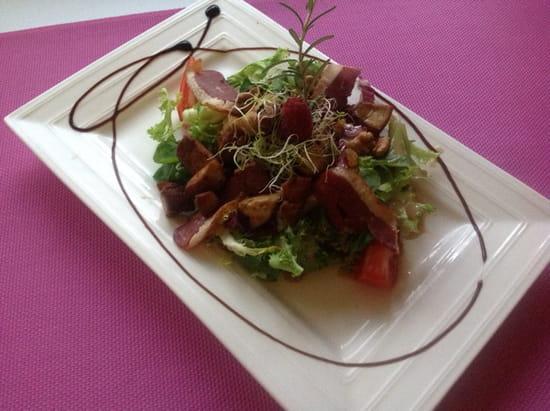 """, Restaurant : Auberge des Vignerons  - L'incontournable """"salade folle de l'Auberge"""" -"""