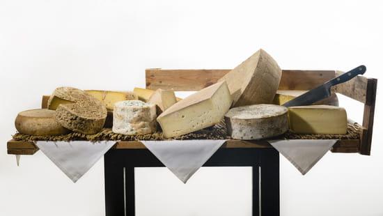 Autour de la Table  - le chariot de fromages de notre maitre affineur -   © autour de la table