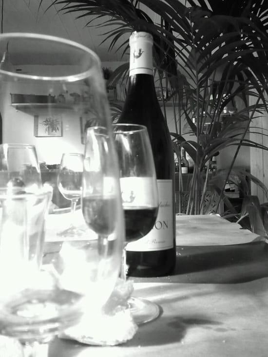 Aux P'tits Joueurs  - toujours des bons vin sur la table -