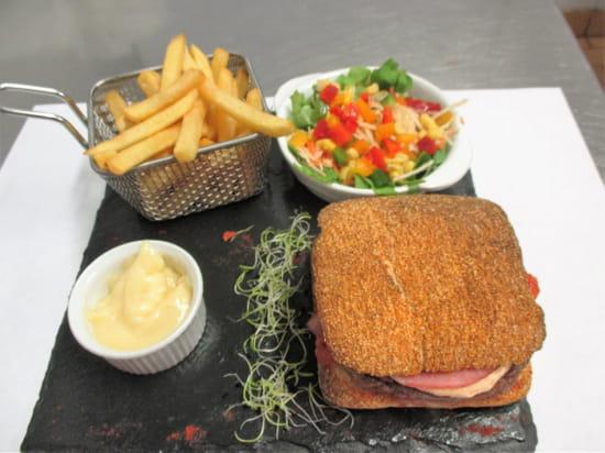Bistrot des Halles  - hamburger du bistrot -   © frederic leroy