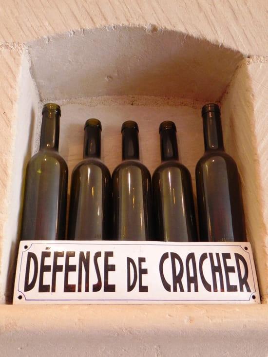 Bistrot Les Tontons  - Défense de cracher -   © Beaumont Gérald
