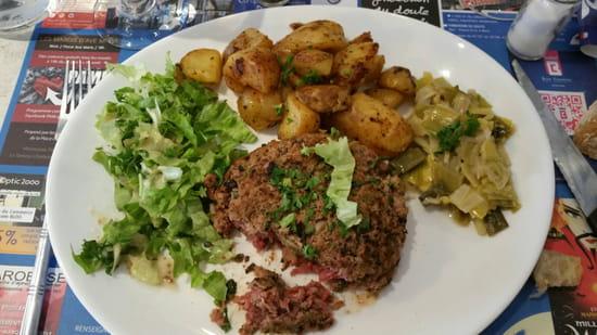 , Plat : Brasserie du Château  - Steak tartare poêlé  -