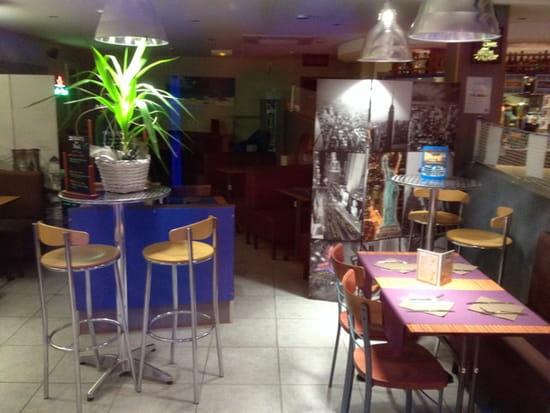 , Restaurant : Brasserie La Plage  - Ambiance du soir dans le resto... -