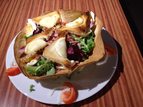, Plat : Brasserie La Plage  - Voici la salade du berger.., bon appetit -