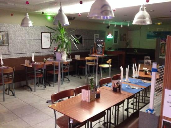 , Restaurant : Brasserie La Plage  - Salle du resto disposée en mode réception -