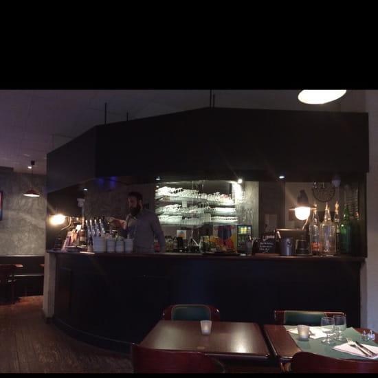 , Restaurant : Brasserie Les Halles  - Le bar -