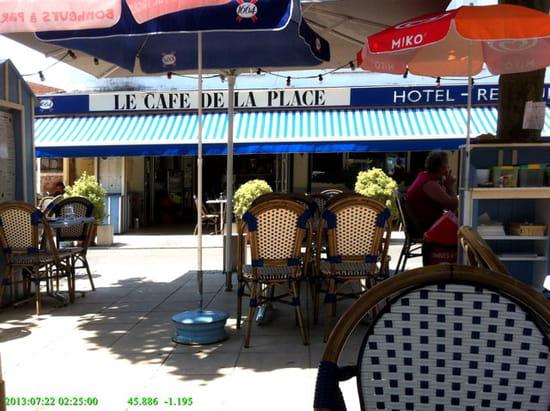 , Restaurant : Café de la Place  - Super terrasse et interieur  -