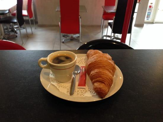 , Petit-déjeuner : Café du Peloux