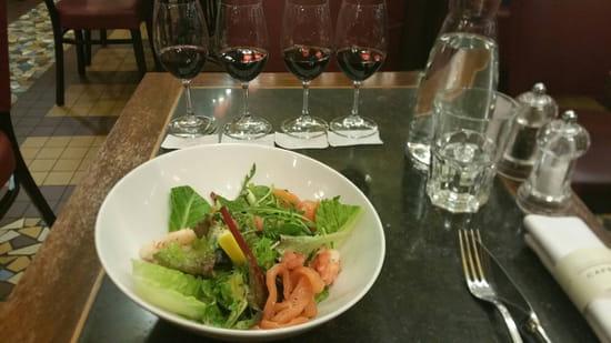 , Entrée : Café Lavinal  - Salade de saumon crevettes pomélos et dégustation de Bordeaux -