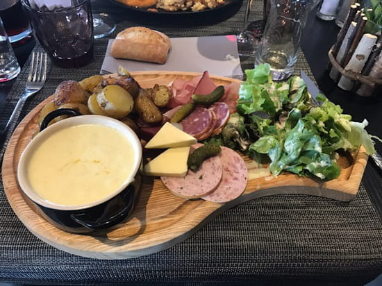 , Plat : Chalet Gourmand  - Une vrai tuerie cette casserole de munster accompagnée de charcuterie locale !!! -
