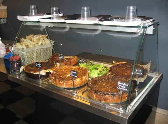 Chez Friano  - Quiche accompagné de salade verte -