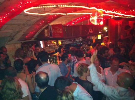 Chez Julio  - Une soirée au bar -