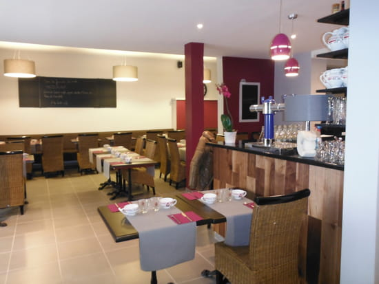 Crêperie Les Charrettes  - Une vue de la salle de restaurant -   © cedriccandau