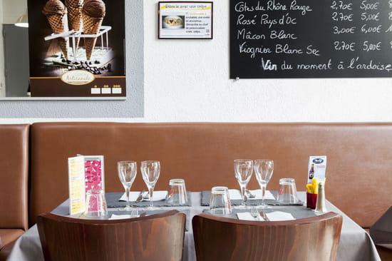 Creperie Praline et Fleur de Sel  - A table -   © PHL69