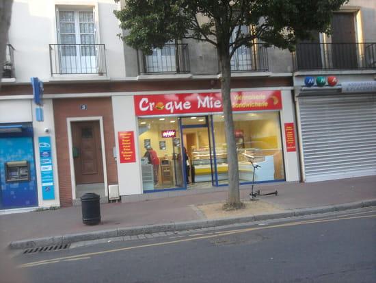 CroqueMie  - Le croque se situe sur la Place de Bléville -   © daniel