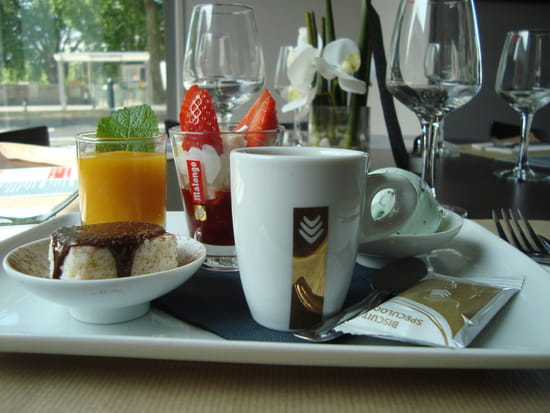 Déjeuner sur l'Erdre  - café gourmand -   © déjeuner sur l'erdre