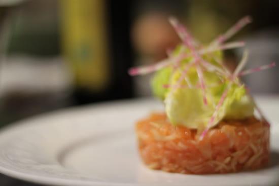 Etrillum  - Tartare de saumon Ecossais, choux acidulé. -   © Virgini C