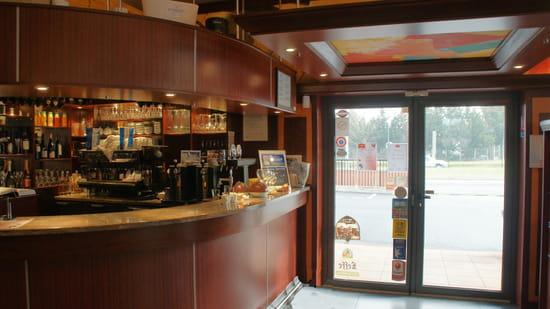 Grill de la Tour  - Entrée du Restaurant -   © p.deltour