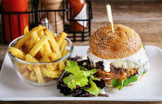 Harper's Paris  - Chicken Burger & Frites Maison  -   © Harper's Paris