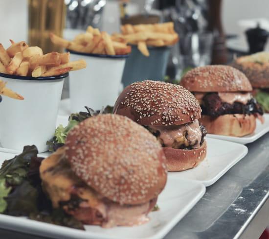 Harper's Paris  - Duo de burger  -   © Harper's Paris