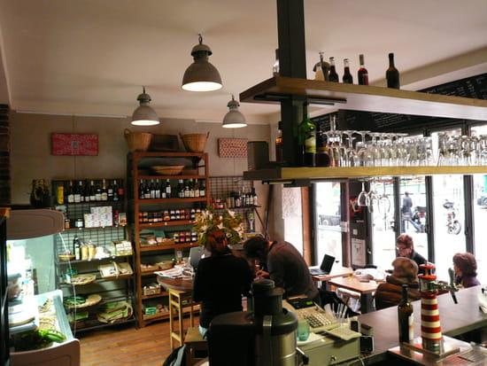 Hope Café  - salle avant /épicerie -   © franck