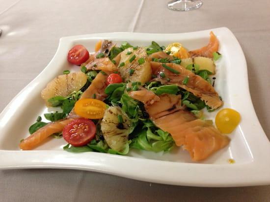 , Entrée : Hostellerie du Cheval Blanc  - Salade Saumon Pamplemousse  -