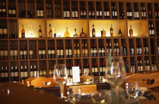 Hôtel***Restaurant-Séminaires Solenca  - Vinothèque du restaurant Solenca à Nogaro dans le Gers -   © Solenca