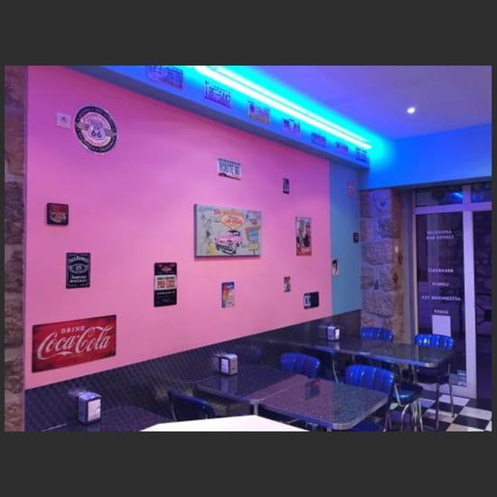 , Restaurant : Internationale Pizza  - La deco 50's dîner 😊 -