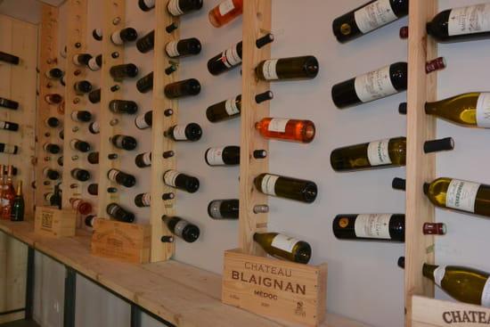 L'Atelier  - Mur de bouteilles -